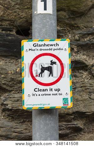 Bala Wales Uk - April 27 2017: Environmental Crime Enforcement Area Dog Fouling Notice In English An