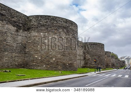 Lugo, Galicia, Spain; November 2019: The Roman Wall Of Lugo Surrounds The Historic Center Of The Gal