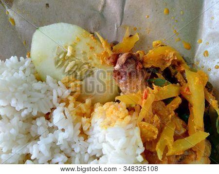 Nasi Bungkus (mix Rice) Indonesian Cuisine Food. Rice With Fried Chicken, Papaya, Cucumber Adn Lemon