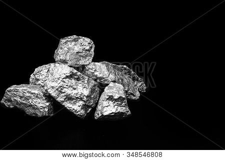 Aluminum Is A Chemical Element With The Symbol Al And Atomic Number 13 With A Mass Of 27 U. Aluminum