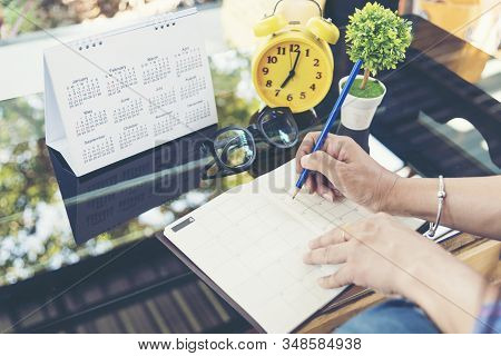 2018 Calendar Event Planner Is Busy. Businesswoman Always Planning Agenda And Schedule Using Calenda