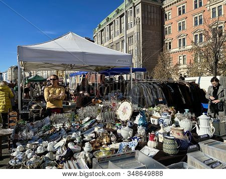 Vienna, Austria - January 1, 2020: Every Saturday Is The Biggest Flea Market Of Vienna At The Popula