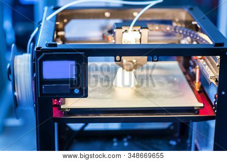 Molding Made With 3d Printing Inserted Into An Injection Molding Machine To Realize Small Series Of