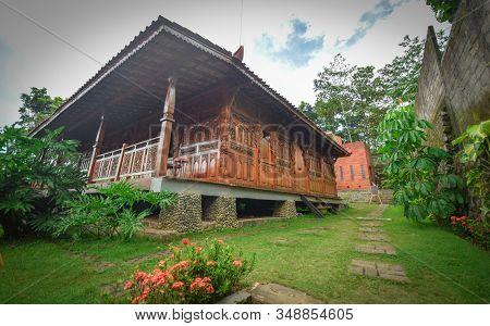 Javanese House Made Of Teak Wood, Traditional House Made Of Teak Wood