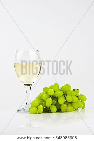 white wine and green grapes
