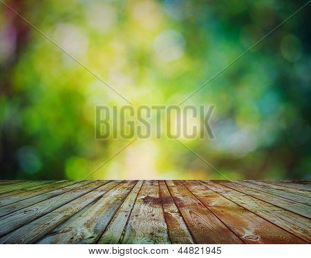 fondo claro, otoño bokeh y piso de madera