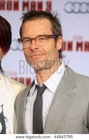 LOS ANGELES - APR 24:  Guy Pearce arrives at the