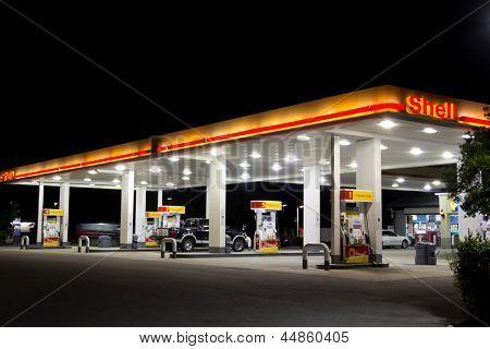 JACKSONVILLE, FL-APRIL 7: Shell-Tankstelle am 7. April 2012 in Jacksonville, Florida. Laut
