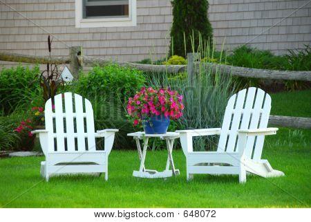 Dos sillas de jardín