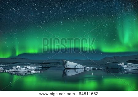 Icebergs under the Northern Lights