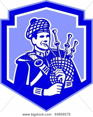 Scotsman Bagpiper Play Bagpipes Retro Shield