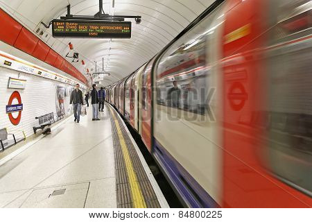 Liverpool Streer Tube Platform