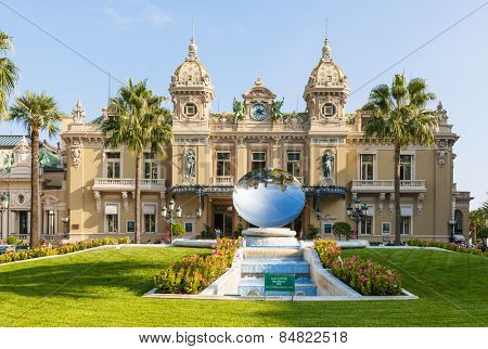 MONTE CARLO, MONACO - OCTOBER 3, 2014: Facade of Monte Carlo Casino in Monaco with Sky Mirror sculpture by Anish Kapoor in front