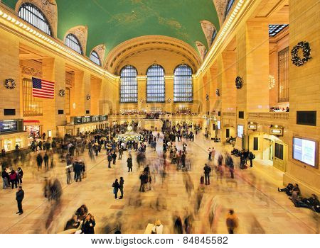 NEW YORK CITY - DEC 17: Famous New York City landmark Grand Central Station full of tourists and shoppers at Christmas, December 17th, 2011 in Manhattan, New York City.