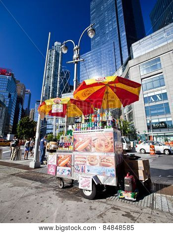 NEW YORK CITY - AUG 30: Midtown, New York state lawmakers are proposing a letter-grading system for street food vendors in New York City, August 30th, 2012 in Manhattan, New York City