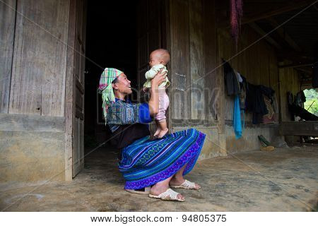 H'mong ethnic minority woman with her child in Mucangchai, Vietnam.