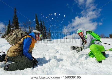 Snowboarders Couple enjoy the ski resort