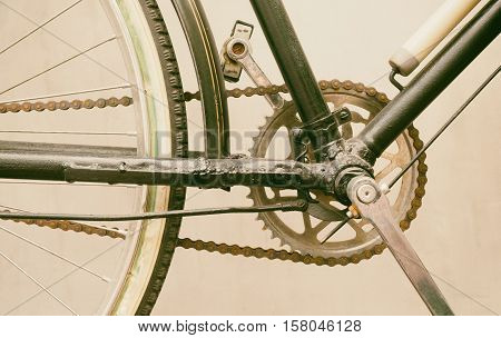 Bicycle pedal, chain and wheel on the lower part of bicycle.