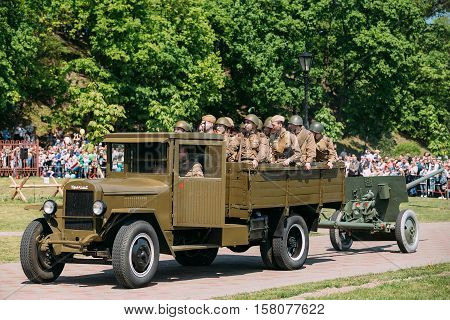 Gomel, Belarus - May 9, 2016: Re-Enactors Dressed As Russian Soviet Soldiers In Military Truck ZIS-5V With Gun. Scene Of Historical Reenactment Of WW2 Time On Victory Day 9 May.