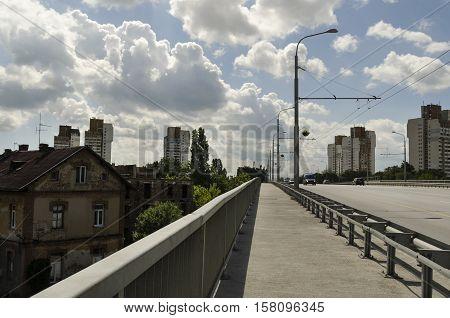 Suburban boulevard in a capital city. Contrast