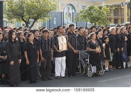 BANGKOK THAILAND - NOV 22 : The mourners in national ceremony for loyalty in king Rama 9 while the funeral of king Bhumibol Adulyadej in Grand Palace on november 22 2016