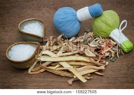 Borneol camphorliquoriceginger with lemon grass use for Thai herbal compress ball