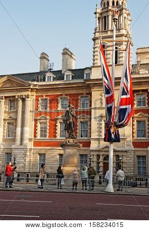 Captain James Cook Statue At Admiralty House On Mall London