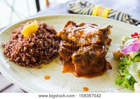 baby back ribs with garden salad and brown rice