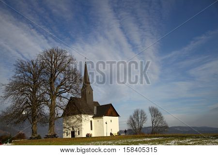 Kleine Kirche, Landschaft Villach, Kircherl, Himmel, Wolken, blau