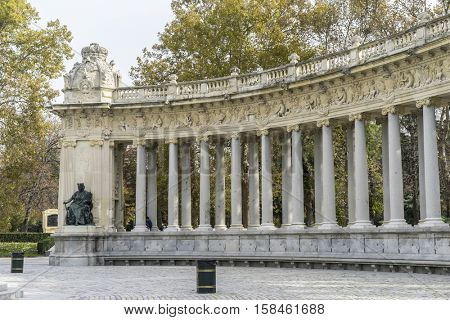 Fountains and gardens of the royal jardin del retiro in madrid, spain