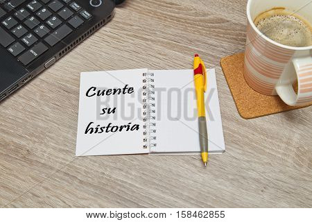 Open notebook with Spanish text