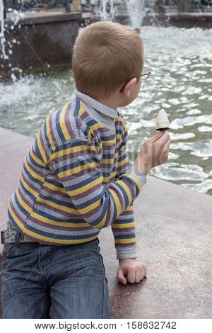 boy looks at the fountain turned away in the first place