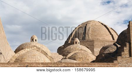The intersections of main streets of medieval Bukhara served a purpose of trade that caused a construction there of notable domed structures - taq(s) and tim(s). Taq-i Zargaron (