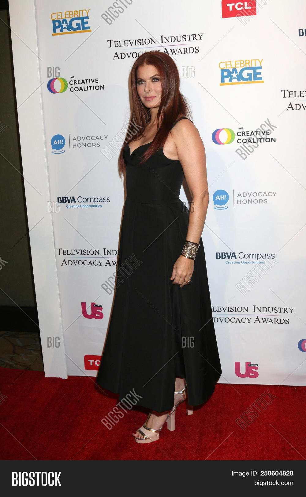 2c9bb43e2ff LOS ANGELES - SEP 15: Debra Messing at the 2018 Television Industry  Advocacy Awards at