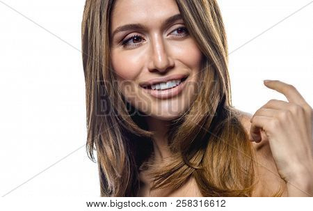 portrait of young attractive caucasian smiling woman isolated on white studio shot sk?n ha?r hand and shoulders
