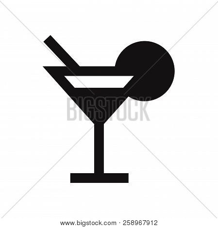 Cocktail Icon Isolated On White Background. Cocktail Icon In Trendy Design Style. Cocktail Vector Ic