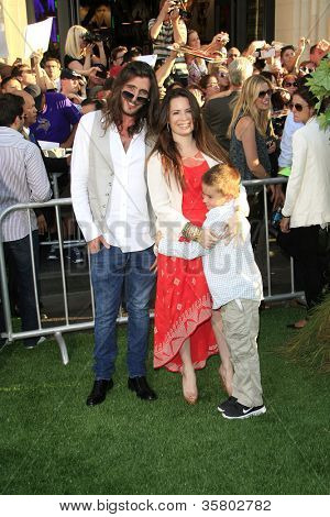 LOS ANGELES - AUG 6: Holly Marie Combs, family at the premiere of Walt Disney Pictures' 'The Odd Life of Timothy Green' at the El Capitan Theater on August 6, 2012 in Los Angeles, California