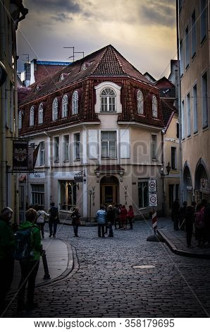 Tallinn, Estonia - August 14, 2016: Medieval Streets Of Old Town Of Tallinn With Beautiful Colourful