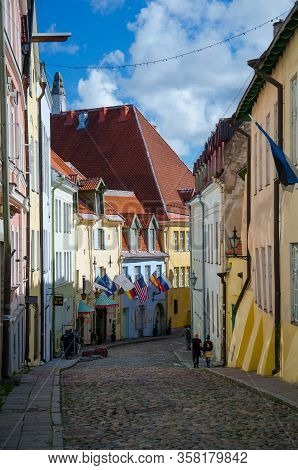 Tallinn, Estonia - August 15, 2016: Medieval Streets Of Old Town Of Tallinn With Beautiful Colourful