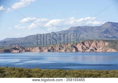 Roosevelt Lake With Cliffs And Desert Surrounding Under A Beautiful Sky