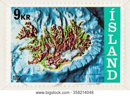 Seattle Washington - March 28, 2020: Close Up Of Used Iceland Stamp Featuring  Iceland And The Conti