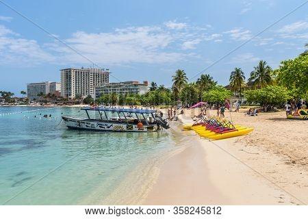 Ocho Rios, Jamaica - April 22, 2019: Motor Boat And Paddl Boats (pedalos) On Sandy Ocho Rios Bay Bea