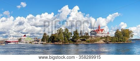 Helsinki/finland-09-16-2018: Panorama Helsinki South Harbour, View Of The Luoto Island And Ferry Boa