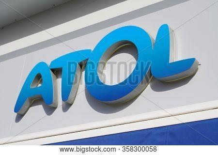 Bordeaux , Aquitaine / France - 02 15 2020 : Atol Optic Boutique Logo Shop Sign Store French Opticia