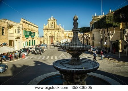Victoria, Malta - March 12, 2017: Medieval Square Of St. Francis And Streets With Fountain In The Vi