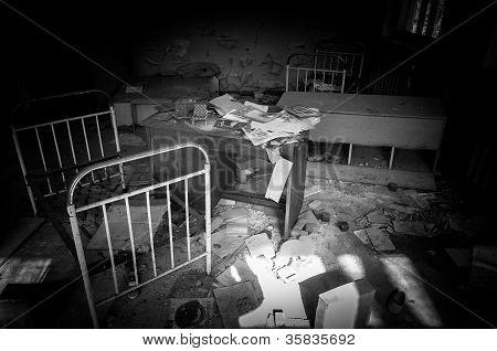 verlassene Kinderzimmer mit Spielzeug in Tschernobyl