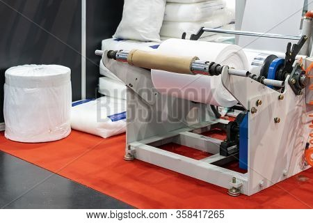 Raw Material Plastic Roll Set On Auto Feed Shaft Support Of High Technology And Automatic High Speed