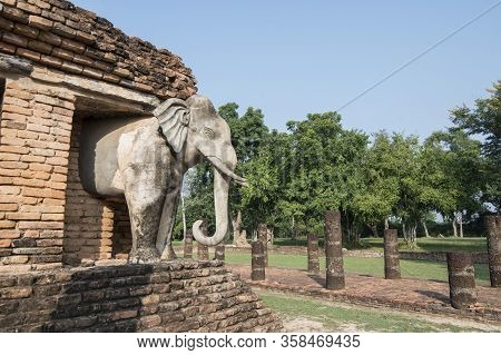 Asia Thailand Sukhothai Wat Chang Lom