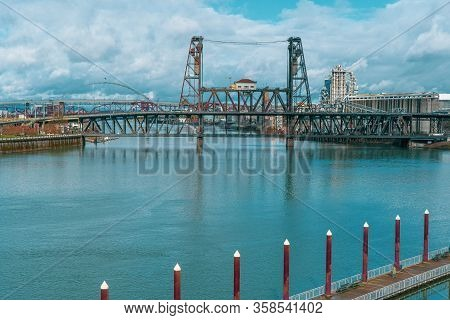 Portland, Oregon/usa - March 3, 2020: View Of Willamette River And Bridges.