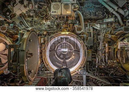 Portland, Oregon/usa - March 3, 2020: Inside A Submarine Docked At The Oregon Museum Of Science And